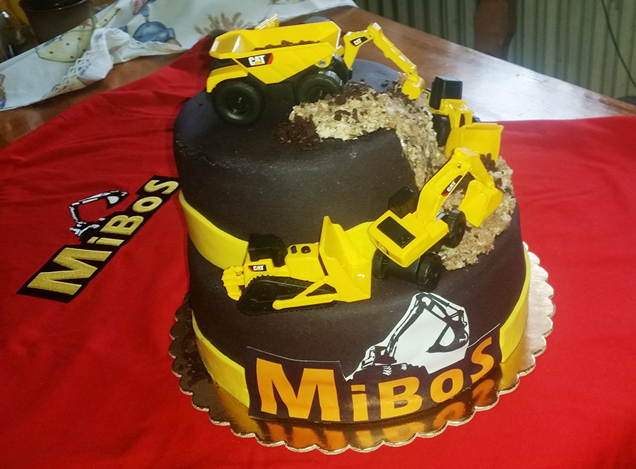 dort s bagrem a nákladním autem