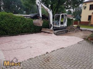 výstavba vjezdu, venkovního stání a parkování